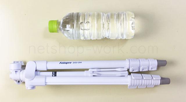 KingFotoproDIGI204WHホワイトをペットボトルのサイズと比較